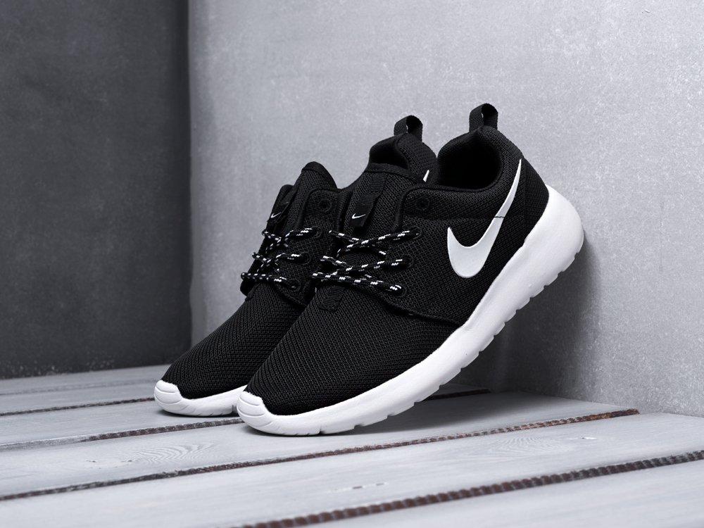 Кроссовки Nike Roshe Run цвет черный купить по цене 1990 рублей в интернет-магазине outmaxshop.ru с доставкой ☑️